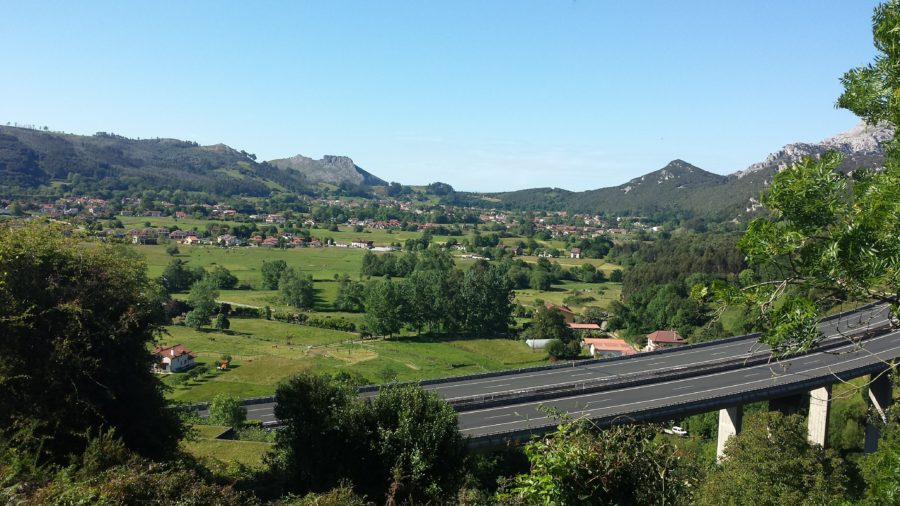 Picture of a highway in the countryside of Northern Spain