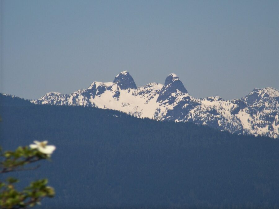 The mountain peaks of the Lions, one of the great hikes in Vancouver