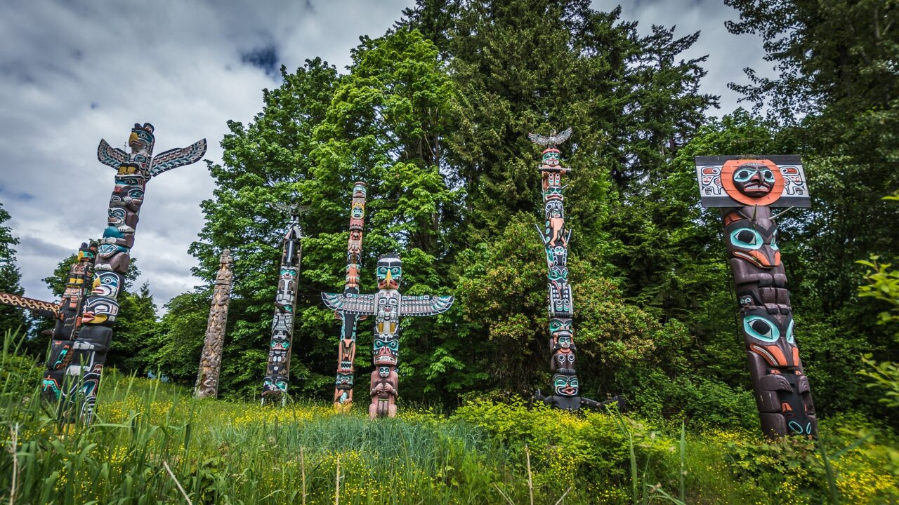 The Ultimate Self-Guided Vancouver Walking Tour Featured Image, with Totem poles in Stanley Park