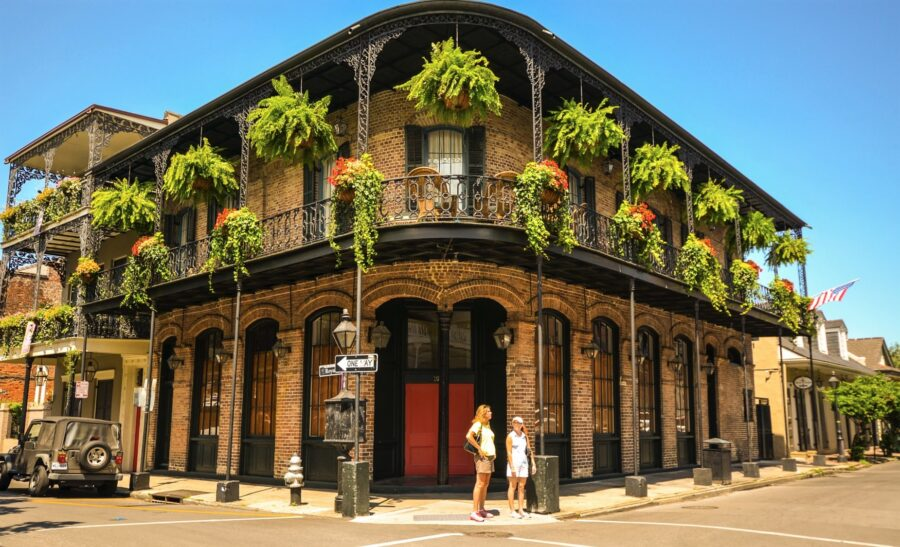 The Charming Architecture of the New Orleans French Quarter, perfect for your New Orleans itinerary