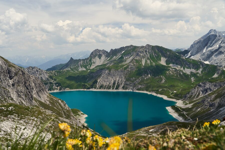 A deep blue lake surrounded by mountains - Review the trail, one of the best beginner hiking tips